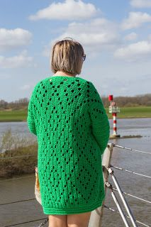 Look what I found on Freubelweb.nl: a free crochet pattern from RC.Style to crochet a Spring Triange Crochet Hood, Crochet Vest Pattern, Crochet Cardigan, Knit Or Crochet, Crochet Scarves, Crochet Clothes, Crochet Shawl, Crochet Stitches, Free Crochet