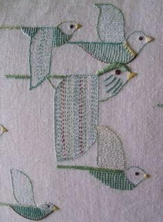Folk Embroidery Ideas I like the folk art quality of this embroidery, especially the bird in the middle with the long, extra large wings! Sashiko Embroidery, Bird Embroidery, Japanese Embroidery, Cross Stitch Embroidery, Embroidery Patterns, Machine Embroidery, Hungarian Embroidery, Design Textile, Art Textile