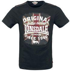 """Lonsdale London """"Union""""-t-paita. Lonsdale-logopainatus edessä, Ison-Britannian lippu helmassa."""