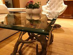 #geweih #geweihdeko #dekogeweih #Hirschgeweihdeko #Hirschgeweih #antler #deer #chalet #jagdhütte #chaleteinrichten #almhütte #geschenkefürjäger #geweihmöbel #designereinrichtung #antler #hunt #hunting # antler table #landhaus couchtisch #landhaus couchtisch glas #landhaus #hirsch #holz #wood #geweih couchtisch #chalet alpin #rustic #rustikal Chalet Design, Designer, Inspiration, Table, Furniture, Winter, Home Decor, Antler Lamp, Modern Country Houses
