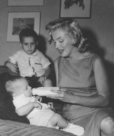 Marilyn at a Milk Fund for Babies charity event, 1957.