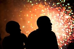President Barack Obama and First Lady Michelle Obama watch fireworks from the roof of the White House, July (Official White House Photo by Pete Souza) Barack Obama, Obama Watch, Barak And Michelle Obama, Obama Photos, Presidente Obama, Fashion Couple, Great Memories, Look At You, Fourth Of July