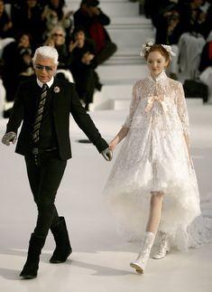 Karl Lagerfeld Chanel Couture Bride 2006 Chanel Fashion Show, Catwalk Fashion, High Fashion, Chanel Spring, Chanel Runway, Chanel Paris, Chanel Couture, Couture Fashion, Karl Lagerfeld