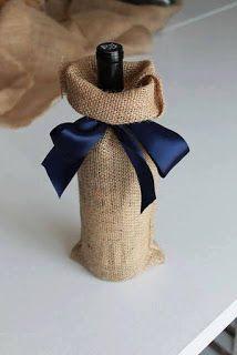 Jane's Girl Designs: Five Minute Burlap Wine Bag bottle crafts with burlap Wine Bottle Gift, Bottle Bag, Wine Bottle Crafts, Wine Gifts, Wine Bottles, Wine Bottle Wrapping, Wine Corks, Wine Pull, Wine Craft