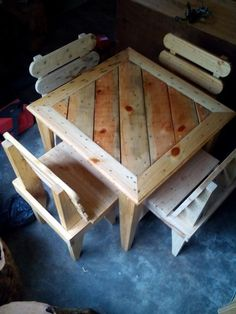Recycled Pallet DIY Pallet Dining Table and Chairs For Kids