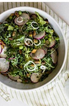 Green Salad With Lemon and Hemp Seeds
