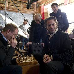 RDJ & Guy Ritchie playing chess