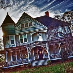 Victorian House in Anderson, SC - (Photo © Withoutink)