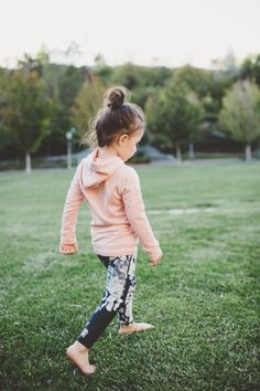 Our signature Antigua print in cool greys and blacks will take your little girl to dance, play dates, school and beyond. Made of performance fabric, these leggings are built to keep up with busy littl