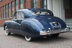 chasing classic cars jaguar e-type Classic Cars British, British Sports Cars, Best Classic Cars, Vintage Bicycles, Vintage Motorcycles, Automobile, Jaguar Daimler, Bentley Mulsanne, Bentley Car