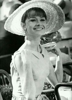 °audrey° Audrey Hepburn in PARIS WHEN IT SIZZLES (1964).