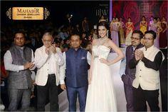 HERO PANTI FAME ACTRESS KRITI SANON WAS THE FACE OF MAHABIR DANWAR JEWELLERS FOR INDIA INTERNATIONAL JEWELLERY WEEK 2014, GRAND HYAT, MUMBAI.