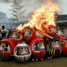 だるま供養 Tradition of burning last year's daruma...
