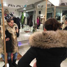 En fin kund i en fin jacka. #janejackan #Amoress #finnraccoon #julstämning…