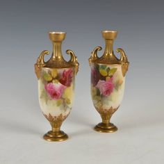Par de vasos em porcelana Inglesa Royal Worcester do sec.19th, 27,5cm de altura, 2,610 USD / 2,330 EUROS / 8,170 REAIS / 17,290 CHINESE YUAN