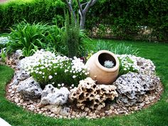 Creating a rock garden - 116 design ideas and some helpful Steingarten anlegen – 116 Gestaltungsideen und einige hilfreiche Tipps Белый сад - Little Gardens, Small Gardens, Outdoor Gardens, Rock Garden Design, Garden Landscape Design, Desert Landscape, Rock Design, Landscape Plans, Rock Garden Art