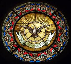 Sainte-Foy, chapelle des Pénitents blancs de Montpellier. Oculus du Saint-Esprit