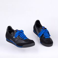 Night rain on train. Night Rain, All Black Sneakers, Classic, Blue, Shoes, All Black Running Shoes, Zapatos, Shoes Outlet, Shoe