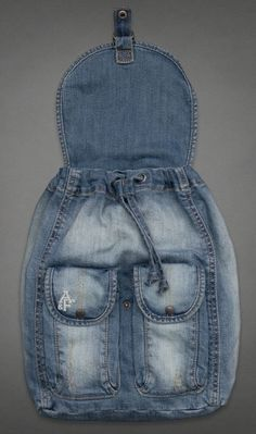 visuelles ergebnis von passo und passo artesanato com retalhos de jeans - Originelle Ideen Denim Backpack, Denim Purse, Jean Crafts, Denim Crafts, Diy Jeans, Love Jeans, Artisanats Denim, Blue Denim, Denim Shorts