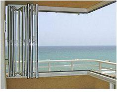 VENTANA PLEGABLE De Alu-Red, con estructura de aluminio lacado, rotura de puente térmico, perfiles en vertical y horizontal, y lo mejor, se pliega del todo y queda recogido en un rincón de la terraza.