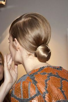 25 Super-Easy Everyday Hairstyles for Extremely Long Hair … Bun Hairstyles, Trendy Hairstyles, Bridal Hairstyles, Updo Hairstyle, Hairstyle Photos, Bridesmaid Hairstyles, Easy Everyday Hairstyles, Corte Y Color, Tips Belleza