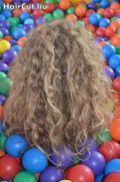 curly blond with balls - haircut.hu, Model 52 (Bea)
