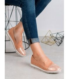 Kyla women's lords are an absolute hit this season. By combining a pink upper with a white sole, the shoes take on a girlish character. Types Of Heels, Brokat, Artificial Leather, Loafers For Women, Moccasins, Espadrilles, Slip On, Glitter, Flats
