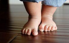 ¿Los niños se resfrían por andar descalzos? – CuidarMiBebe