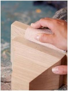Free Wood Finishing Guides - Learn how to put a professional looking, durable finish on all of your woodwork and home improvement projects. Get expert lessons, hints and tips on working with paints, stains and sealers.