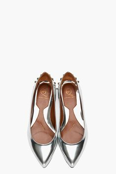 "Adore the ""mirror"" effect - Alexander McQueen silver flats. Crazy Shoes, Me Too Shoes, Shoe Boots, Shoes Sandals, Flat Shoes, Camilla Belle, Pointy Flats, Mode Shoes, Peep Toe"