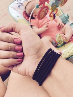 How a simple rubber band can make you a better parent; Shauna Harvey's post with brilliant parenting hack goes viral Kids And Parenting, Parenting Hacks, Brain Memory, Mom Hairstyles, Happy Mom, Rubber Bands, Best Mom, Hair Ties, Baby Kids