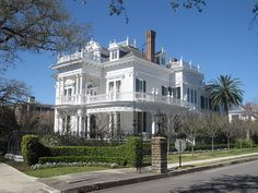 Wedding Cake house in New Orleans, Louisianna. The garden district is lined with the most beautiful houses.