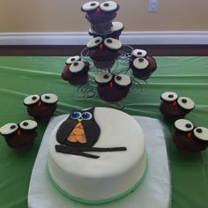 Owl cupcakes and cake for babyshower!