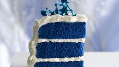 Blue velvet cake for CATS! A new twist on a traditional red velvet cake, inspired by the royal heirloom sapphire engagement ring. Blue Velvet Cakes, Blue Cakes, Recipe For Blue Velvet Cake, Purple Velvet, Blue Satin, Black Velvet, Bolo Red Velvet Receita, Cupcakes Decorados, Birthday Cakes