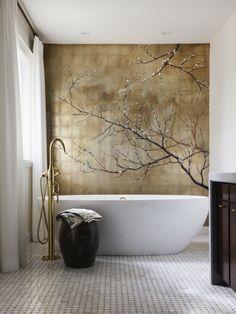 Salle de bain toute d'inspiration chinoise. http://www.m-habitat.fr/baignoire/types-de-baignoires/la-pose-d-une-baignoire-524_A