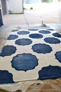 sarah m. dorsey designs: diy painted morrocan rug I could do this! Stencil Rug, Paisley Stencil, Zebra Print Rug, Painted Rug, Hand Painted, Morrocan Rug, Moroccan Fabric, Home Decor Paintings, Diy Painting