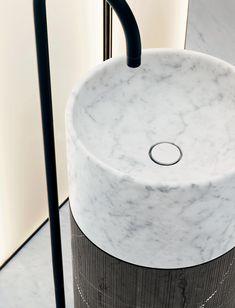 design by Lievore Altherr ph Federico Cedrone Marble Bathtub, Carrara Marble, Free Standing Towel Rack, Minimalist Bathroom Design, Stone Basin, Double Mirror, Standing Mirror, Bathroom Toilets, Towel Holder