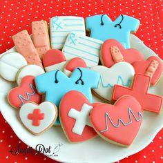 Sugar Cookies with Royal Icing for Doctors and Nurses (Sugar Dot Cookies) Sugar Cookie Royal Icing, Iced Sugar Cookies, Cookie Frosting, Royal Icing Decorated Cookies, Frosted Cookies, Lemon Biscuits, Iced Biscuits, Cupcakes, Cupcake Cookies