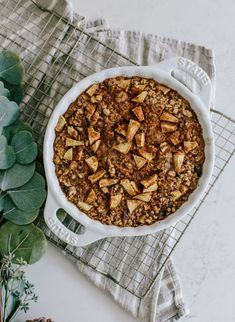 Apple Pie Baked Oatmeal recipe - my favorite make-ahead breakfast! Apple Pie Oatmeal, Baked Oatmeal, Oatmeal Recipes, Brunch, Whats Gaby Cooking, Cozy Meals, Sweet Potato Hash, Half Baked Harvest, No Bake Pies