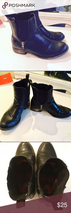Rocket Dog Black Ankle Boots Black leather Rocket Dog ankle boots. Faux wood heel. Some wear from use but they're still in great condition! Rocket Dog Shoes Ankle Boots & Booties