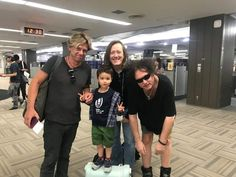 Jason Cooper, Roger O'Donnell & Robert Smith con. - The Cure México Robert Smith Young, Robert Smith The Cure, Chain Of Flowers, I Robert, School Of Rock, Tears For Fears, O Donnell, Beautiful One, Big Bang Theory