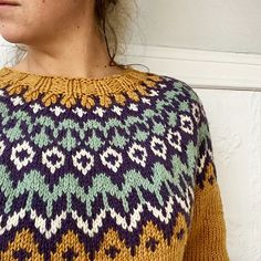 Ravelry: Project Gallery for Riddari pattern by Védís Jónsdóttir Sweater Knitting Patterns, Knit Patterns, Stitch Patterns, Fair Isle Knitting, Free Knitting, Yarn Projects, Stockinette, Knitted Hats, Christmas Sweaters