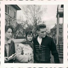 ♡♥Elvis is with two ladies♥♡