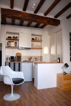 Tons naturels et fauteuil vintage Tulip de Saarinen