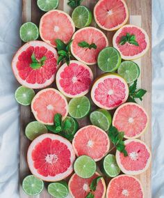 """Next time you feel in need of a """"detox"""", squeeze some lime and grapefruit in your water! Both citrus fruits have great benefits. Lime aids in digestion and is rich in vitamin C. Grapefruit helps boost your metabolism & is also rich in vitamin C. The two of these together make a powerful detox combo !⠀"""