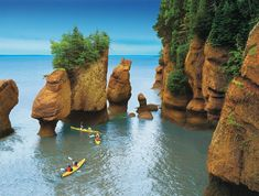 Bay of Fundy, Nova Scotia, Canada. (To get exactly here - Hopewell Rocks- you need to go through New Brunswick!) Tide changes every 6 hours. High and low tide vary by 50 feet, the greatest height in the world. Places To Travel, Places To See, Places Around The World, Around The Worlds, Vancouver British Columbia, Parcs, Beautiful Places To Visit, Amazing Places, Wonderful Places