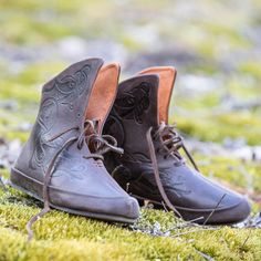 """Viking Shoes with Lacing """"Gudrun the Wolfdottir"""" Medieval Fashion, Medieval Clothing, Festivals, Vikings, Medieval Boots, War Belt, Elven Costume, Viking Tunic, Viking Shoes"""
