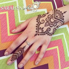 ☀️Drop in henna today at Sankara Imports ! I'll be there from show up early to make sure you get a spot! Pretty Henna Designs, Henna Tattoo Designs Simple, Mehndi Designs For Fingers, Henna For Beginners, Beginner Henna Designs, Cute Henna Tattoos, Henna Tattoo Hand, Henne Tattoo, Jagua Henna