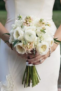 White wedding bouquet | Photo by Hudson Nichols Photography