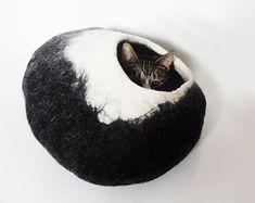 Cat bed/ cat cave/ cat house/ Felted cat house 100% por VaivaIndre